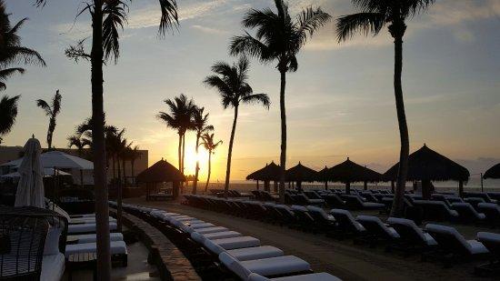 Cabo Azul Resort: Sunrise by the beach. Beautiful views.