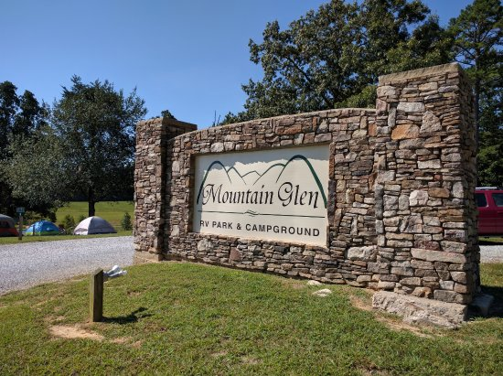 Pikeville, TN: Mountain Glen Entrance