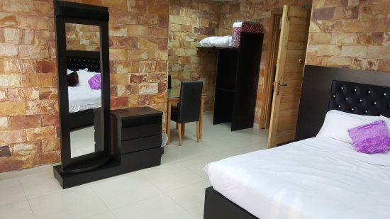 Bar B Q Zone Restaurant & Guest Bed Apartment