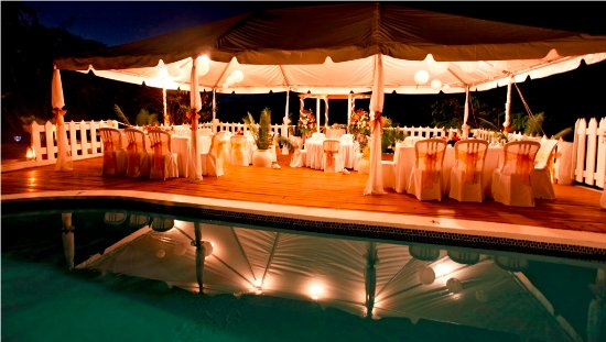 Villa Capri: The large pool deck can be ideal for a wedding reception