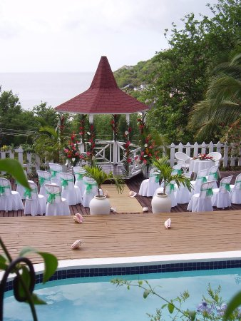 Villa Capri: The pool area with gazebo set up for a wedding