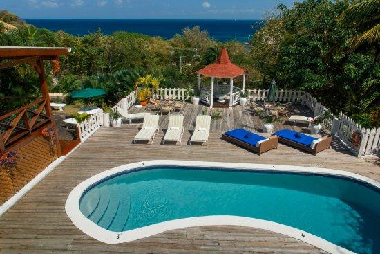 Villa Capri : Pool and gazebo overlooking the Caribbean