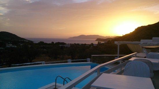 Милопотас, Греция: Coucher de soleil en septembre, vue sur Sikinos