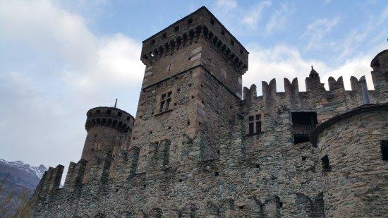 Fenis, Italien: mura esterne