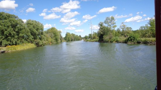 Skaneateles, NY: Canal travel is life in the slow lane