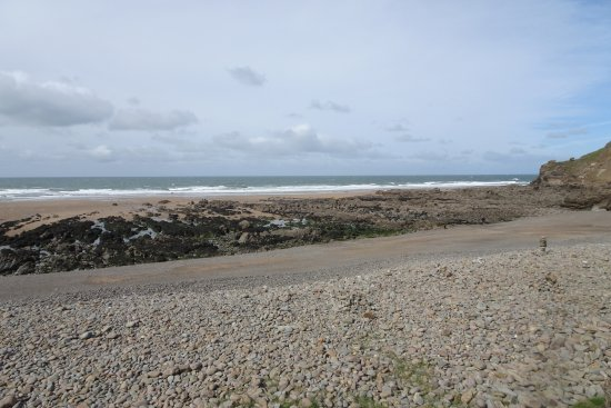 Poughill, UK : Some beach a low tide