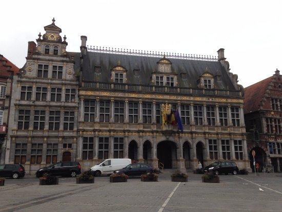 Tournai, Belgien: Façade de la Halle aux Draps