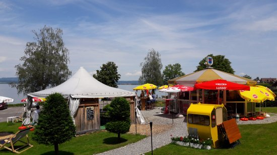 Berlingen, สวิตเซอร์แลนด์: View from behind Pipo's - the tent on the right with the brown and grey rooftop is the main bar