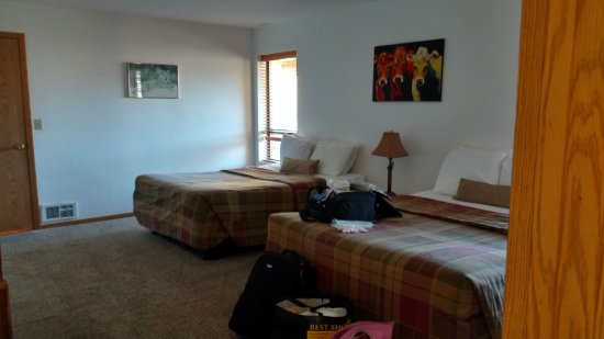 Gold Beach, OR: largest of 2 bedroom with walk-in closet