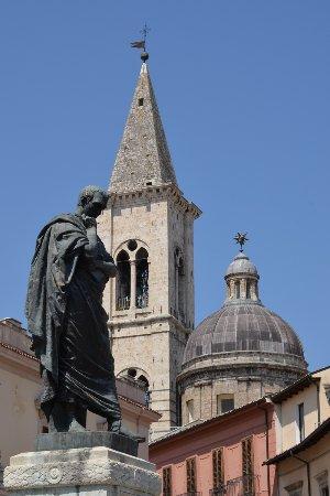 Statua di Ovidio
