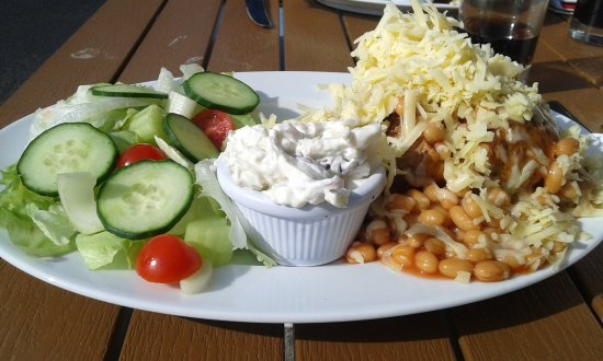 Chilham, UK: chips and beans and cheese