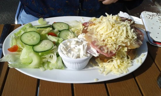 Chilham, UK: chips and bacon and cheddard