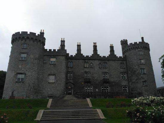 Kilkenny, Irlanda: Vista del castillo desde la parte de atrás