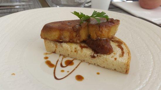 Uchaux, Frankrike: entrée foie gras poêlé
