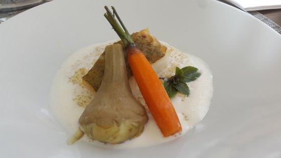 Uchaux, Francia: plat (d'habitude je préfère la viande mais là le poisson avec la mousse était parfait)
