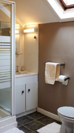 Pembroke, UK: en-suite shower room