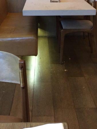 Grand Hyatt São Paulo: Dirty floor at dinning area (15mins later)