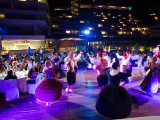 Rixos Hotel Libertas: Spettacolo folcloristico