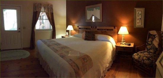 Amado Territory B&B: Interesting furnishings, some antiques, nice wood floors in a southwestern style.