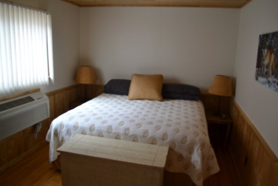 Ely, MN: ...the Ivory Room (sleeps 3 persons)