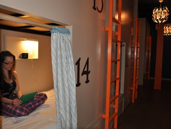 Minturn, Κολοράντο: Our bunks contain a electrical outlet, reading light, and fan for your comfort.