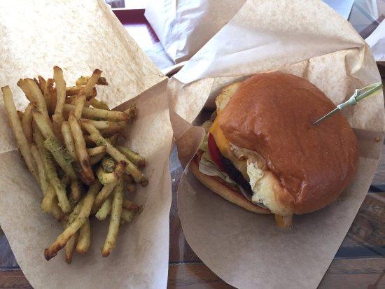 Kamuela, Hawaï : Burger and Truffle Fries