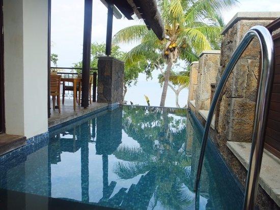 โรงแรมอังศนาบาลัคลาวา: private pool at oceanfront villa