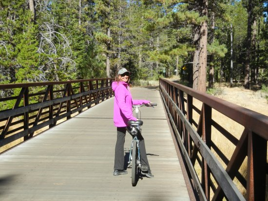 South Lake Tahoe, CA: Starting out on the Forest Bike Path.