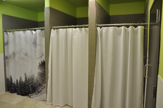 Minturn, Κολοράντο: Showers..we have three in the men's room and three in the women's room.