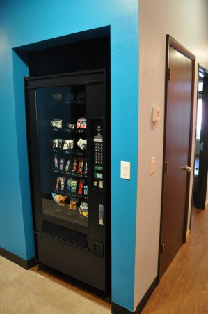 Minturn, CO: Vending machine for snacks and treats.