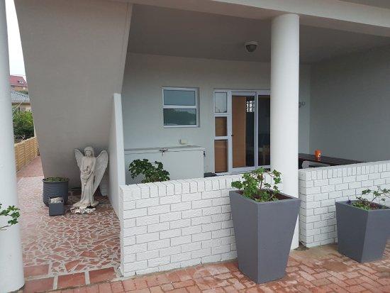 L'Agulhas, Sudáfrica: Family unit entrance
