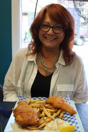 Cozy Bay Fish 'n Chips: Ms Sharon and her fish and chips