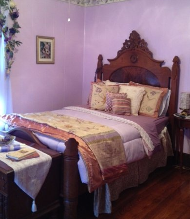 Nocona, TX: Lovely bedroom at the B&B