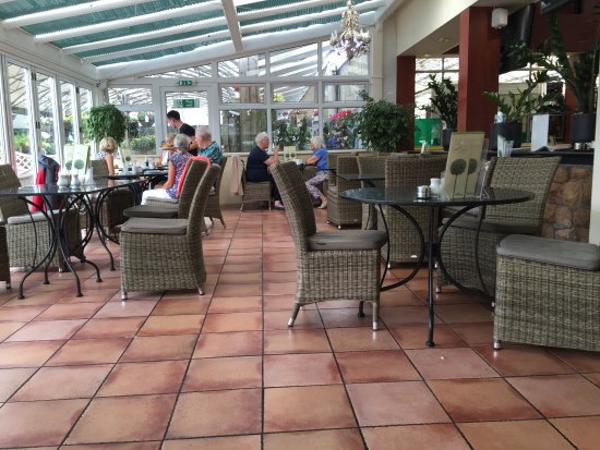 St. Peter, UK: Conservatory part of the diner
