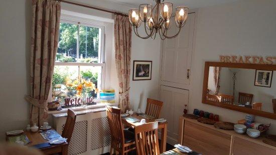 Bod Gwynedd Bed & Breakfast: The sunny Breakfast Room