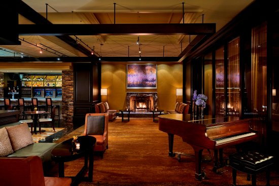 Tysons Corner, VA: Entyse, Wine Bar & Lounge offers small bites and an extensive wine menu with weekly dining event