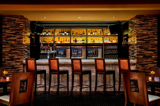 Tysons Corner, VA: Entyse Bar offers over 60 wines by the glass, along with local craft beers and specialty cocktai