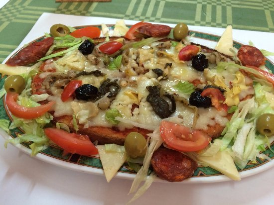 Almoradi, Spanien: Calabrese Bruschetta for lunch - yum!