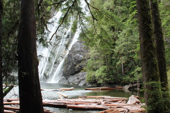 Isla de Vancouver, Canadá: kind of breath taking as you approach the falls