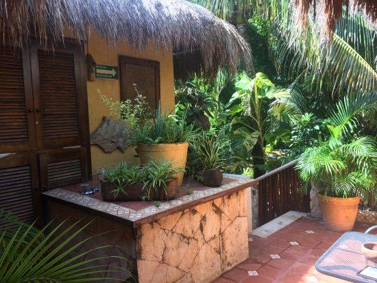 Maison Tulum: petite terrasse pour accès aux chambres
