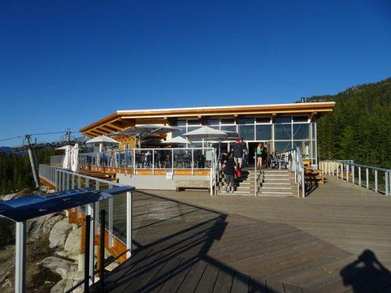 Squamish, كندا: Tourist centre & restaurant up top.