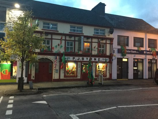 Claremorris, Ireland: Bar grocery and off-licence