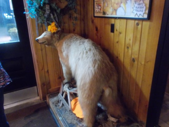 Smokehouse Grill & Buffet: Happy bear!