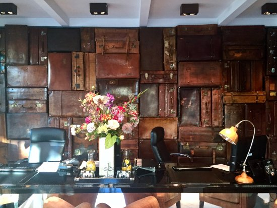 Hotel Notting Hill: The Front Desk