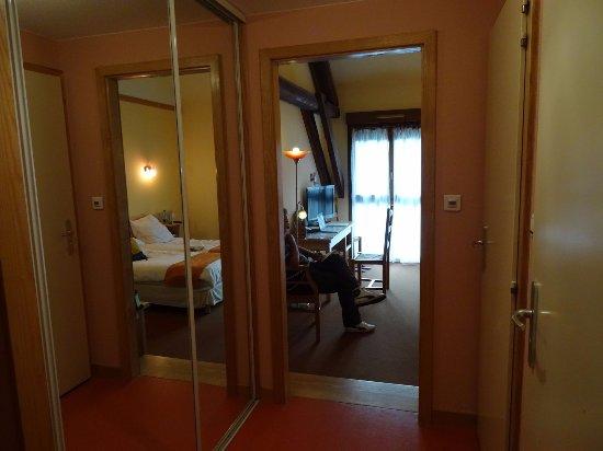 WC et salle de bains séparés tr¨s grande armoire Picture of Logis