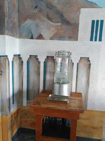 Amargosa Valley, NV : Amargosa Café. Fuente de agua.