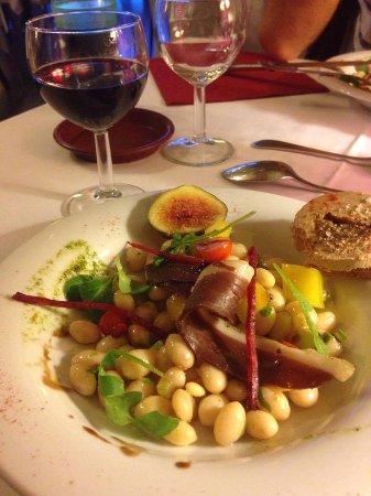Rauzan, Frankrike: Salade de coco de Paimpol, jambon de canard et mousse de foie gras aux figues