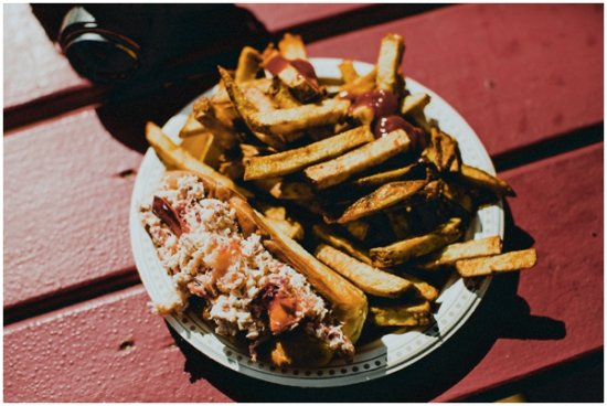 The Chip Shack: Lobster roll with fries!!!
