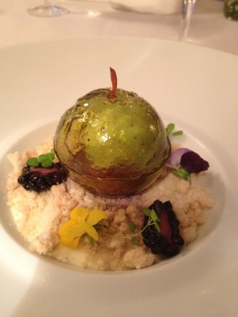 Hambleton, UK: Apple Bomb with Blackberries