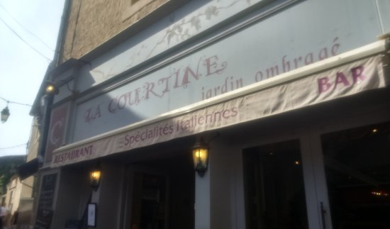 La Courtine: Easy to find in Place Marcou!